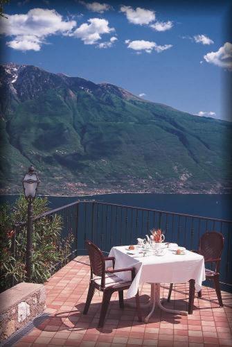 Ein Restaurant oder anderes Speiselokal in der Unterkunft Villa Selene