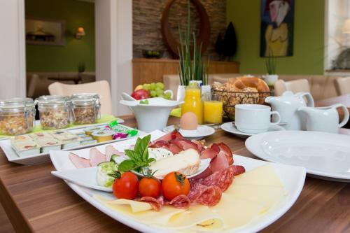 Frühstücksoptionen für Gäste der Unterkunft Komfort Appartements Zirbenland - adults only