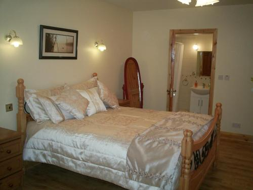A bed or beds in a room at Derry House