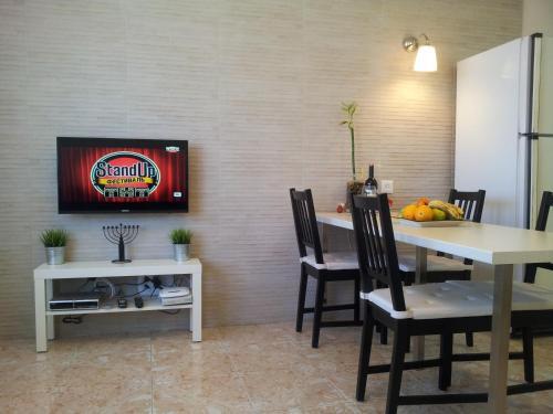 Televizors / izklaižu centrs naktsmītnē Laguna Apartments