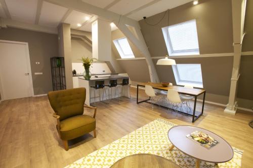 Coin salon dans l'établissement Apartments De Hallen