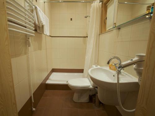 Łazienka w obiekcie Gniazdo Noclegi - Restauracja