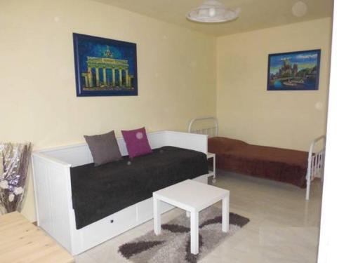 Ein Bett oder Betten in einem Zimmer der Unterkunft Messeperle möbliertes Apartment