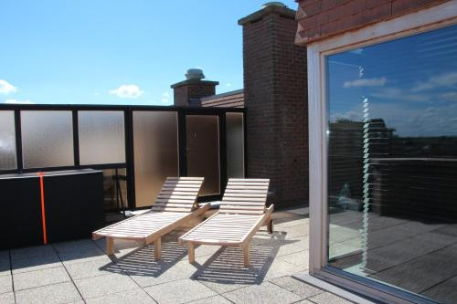 A balcony or terrace at Duplex Penthouse Plaza