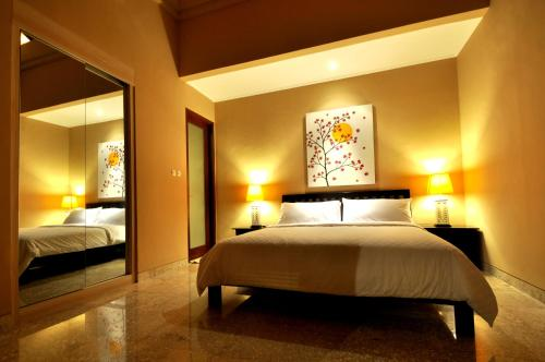 A bed or beds in a room at The Jas Villas
