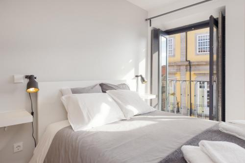 A bed or beds in a room at Be In Oporto