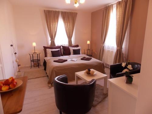 Łóżko lub łóżka w pokoju w obiekcie Éden Villa Családi Apartmanház