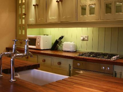 A kitchen or kitchenette at Bail Mews