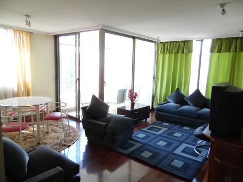 Zona de estar de Kuizi departamento Manuel Montt
