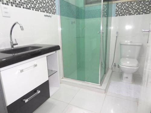 A bathroom at Cumaru Flat Manaus 916