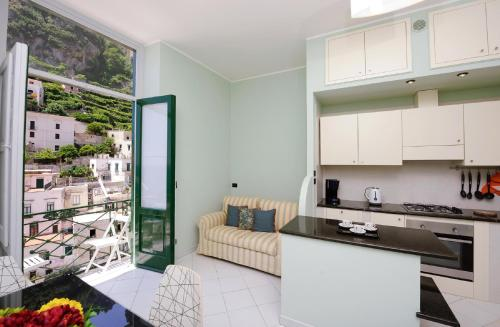 A kitchen or kitchenette at Lae Domus