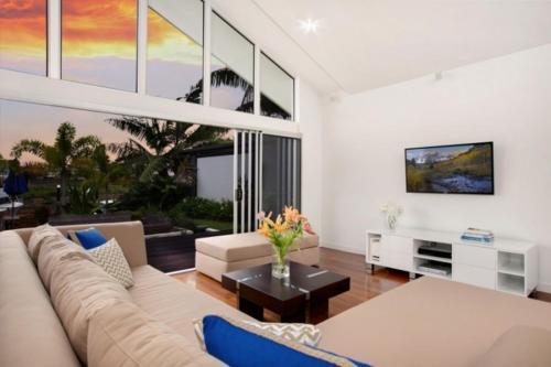 En sittgrupp på The Boat House - Luxury Holiday House