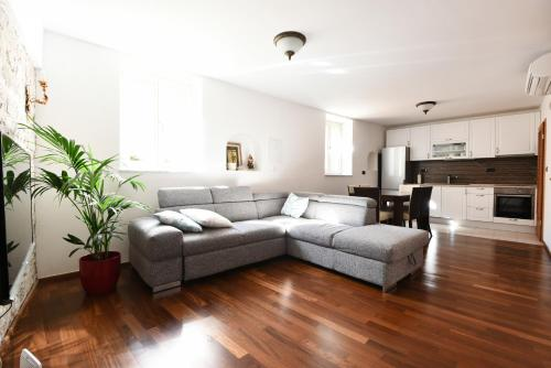 A seating area at Apartments Kokolo