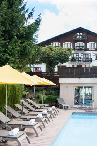 The swimming pool at or close to Le Gai Soleil Megève