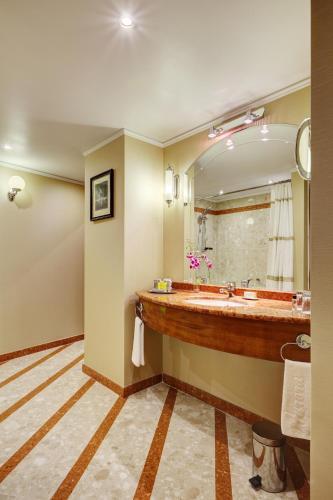 Ванная комната в Отель Марриотт Москва Ройал Аврора