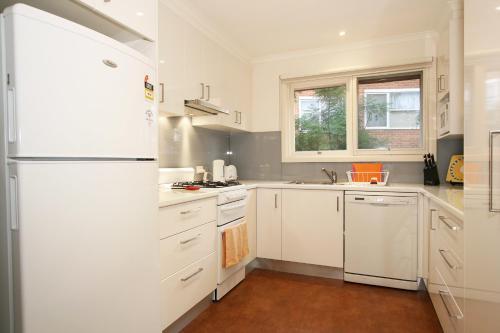 Nhà bếp/bếp nhỏ tại Lisson Holiday Rental