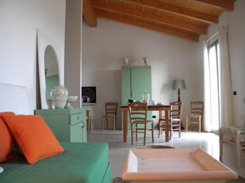 Area soggiorno di La Foresteria di Borgogelsi Apartments