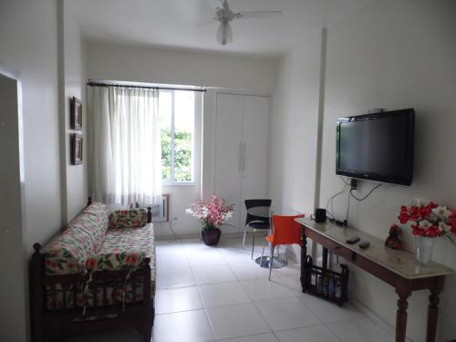 En TV eller et underholdningssystem på Apartamento Almirante Gonçalves