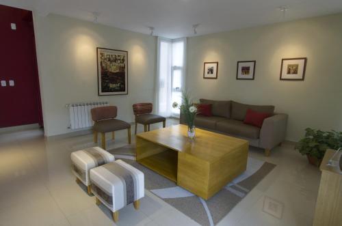 Un lugar para sentarse en Quinta & Suites Apart Hotel