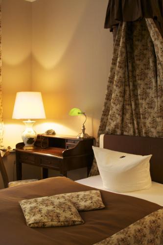 Ένα ή περισσότερα κρεβάτια σε δωμάτιο στο Hotel Alte Galerie am Kudamm