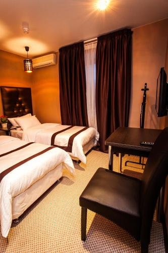 A bed or beds in a room at Leo Hotel
