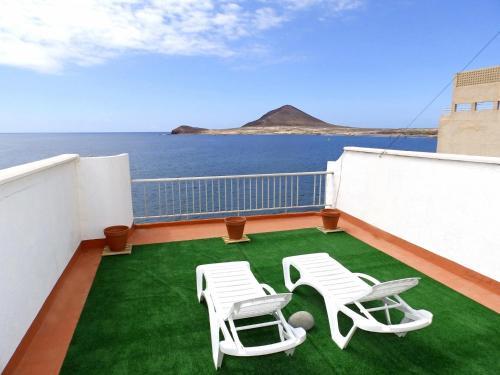 Uitzicht op het zwembad bij Apartamento Picacho of in de buurt
