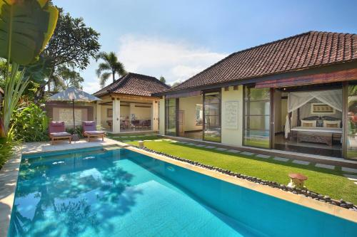 The swimming pool at or close to The Bli Bli Villas & Spa