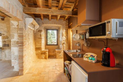 A kitchen or kitchenette at AS Palau dels Alemanys