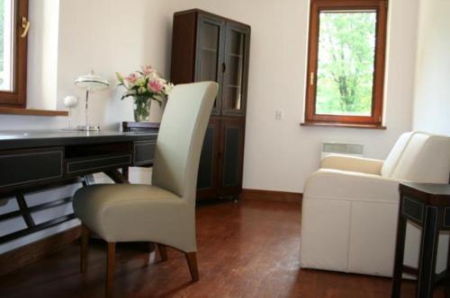A seating area at Domek Gościnny w Tomaszowicach