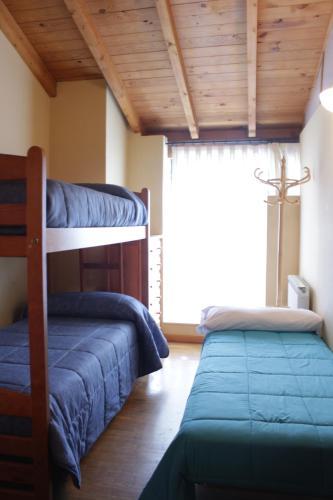 A bunk bed or bunk beds in a room at Albergue Turístico Via de la Plata