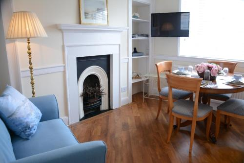 A seating area at Pier View Self Catering Luxury Apartments
