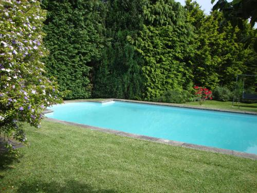 The swimming pool at or near Casa do Edro