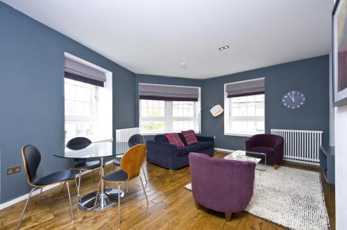 A seating area at Destiny Scotland -The Malt House Apartments