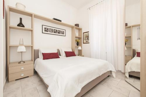 A bed or beds in a room at Foscolo al 24