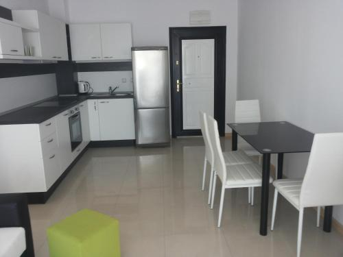 Кухня или кухненски бокс в Апартаменти в комплекс Сий Бриз Бяла