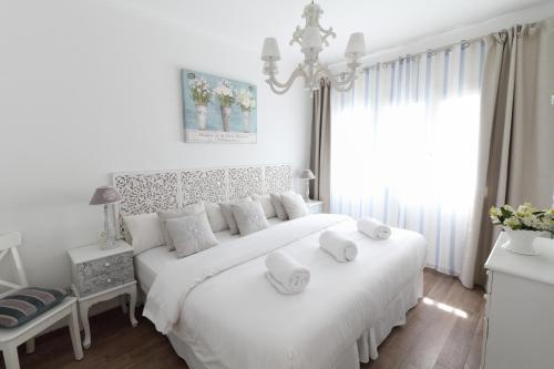A bed or beds in a room at Sitges Centre Mediterranean House