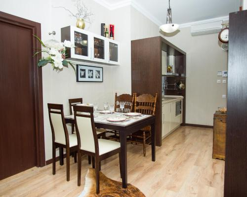 A restaurant or other place to eat at Апартаменты Горная карусель Красная поляна