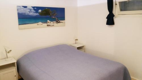 A bed or beds in a room at Appartement in Zandvoort