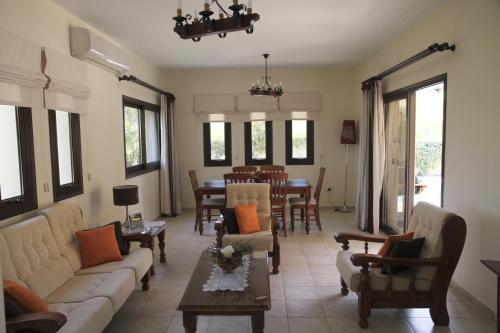 Гостиная зона в Eve Pissouri Xιnisteri Villa
