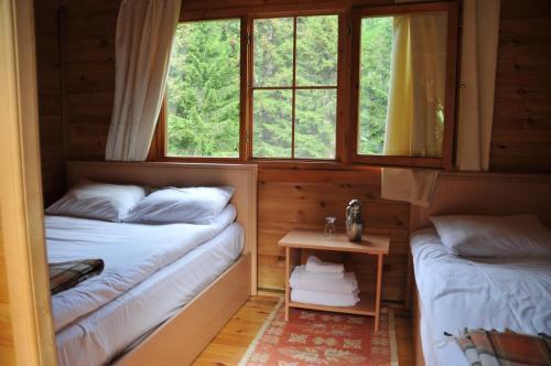 سرير أو أسرّة في غرفة في كارديلين بانغالوف إفليري