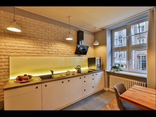 Kuchnia lub aneks kuchenny w obiekcie Apartment Bursztynowy Old Town
