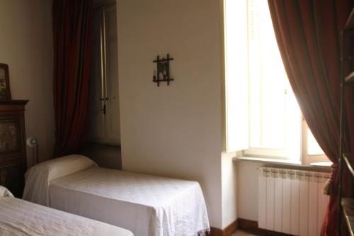 A bed or beds in a room at Campo dei Fiori Jewel