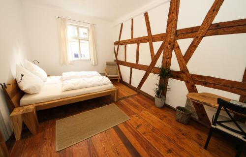 A bed or beds in a room at Altstadtpalais im Sand