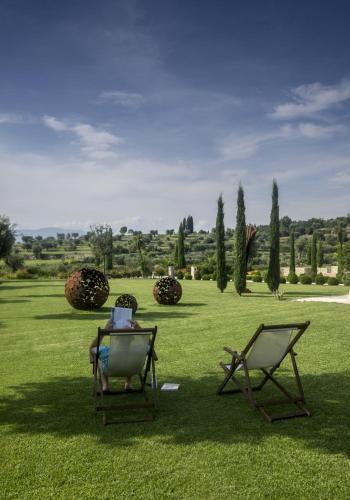 A garden outside Delser Verona Manor House