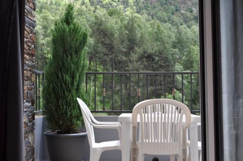 A balcony or terrace at Apartaments Inter Esquí