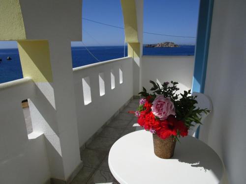 A balcony or terrace at Studios Fokia Beach