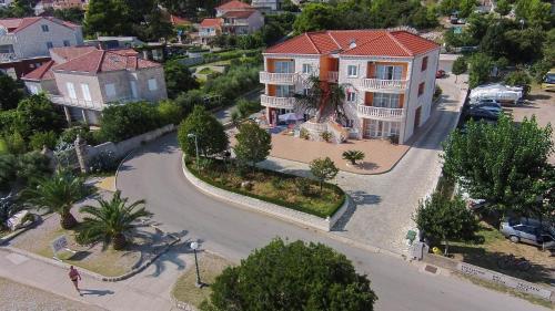 Blick auf Apartments Villa Iva aus der Vogelperspektive