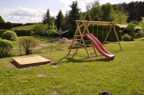 Ein Kinderspielbereich in der Unterkunft Ferienhaus Achterwasseridyll - FeWo 02