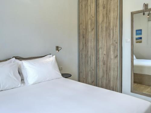 A bed or beds in a room at Senses Luxury Villas & Suites