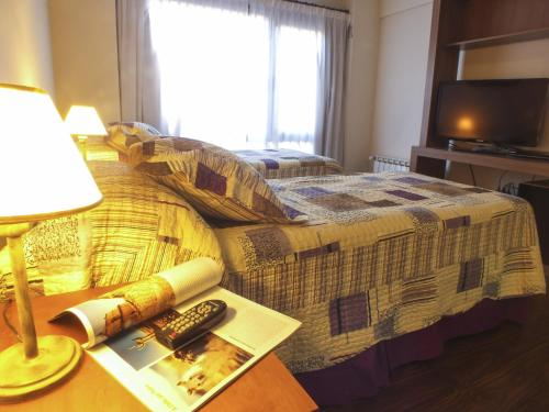 Una cama o camas en una habitación de Nexos Bariloche